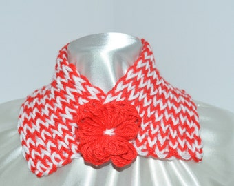neck warmer scarf for girl, made of wool, red and white, with pin-matched
