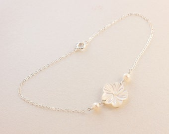 White Mother of Pearl Plumeria Anklet, Delicate White Pearl Plumeria Anklet, Frangipani Shell Anklet, Beach Wedding Anklet, Gift for Her