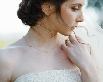 Parure sposa in oro verde 18k. Orecchini, bracciale, collana con palline sfaccettate in oro 18k.
