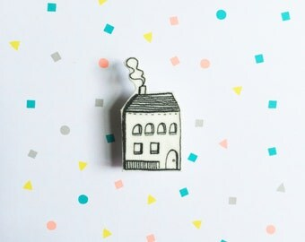 House lapel pin - 2 x 4 cm