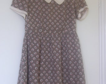 Vintage-Inspired Printed Tea Dress with Peter Pan Collar Size S/M