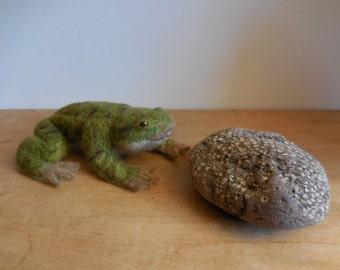 NEEDLE FELTED Green Frog Handmade OOAK