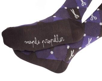 Men's colorful dress socks in dark purple | scissors design