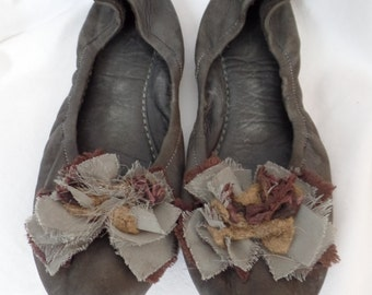 PANTOFOLO D' ORO dark grey shredded silk deconstructed flower elastic ballet flats/ made in Italy: size It 40= us size 9