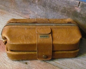 Vintage 1950's Tan Saddle Leather Expandable Men's Dopp Kit Shaving Travel Toiletry Bag