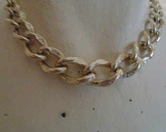 "vintage choker necklace patterned lightweight chain 16""long in good condition"