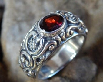 Silver ring carving motif with garnet stone