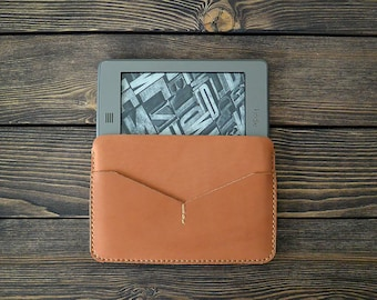Kindle Paperwhite leather case. Reader leather sleeve. Brown color.