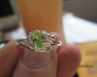 Handcrafted Gorgeous .43ctw Green Peridot Sterling Silver Decorative Promise Ring Size 9, Wt. 2 Grams