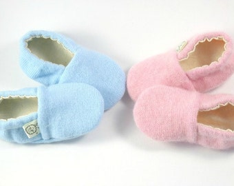 Gender Reveal Ideas- Baby Reveal- Gender Reveal Party- Eco Baby- Its A Boy- Its A Girl- Newborn Shoes- Baby Shower - Baby Booties- Pregnancy