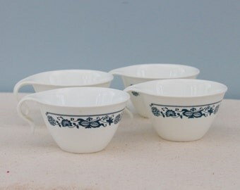 Great Set of Vintage Pyrex Cups