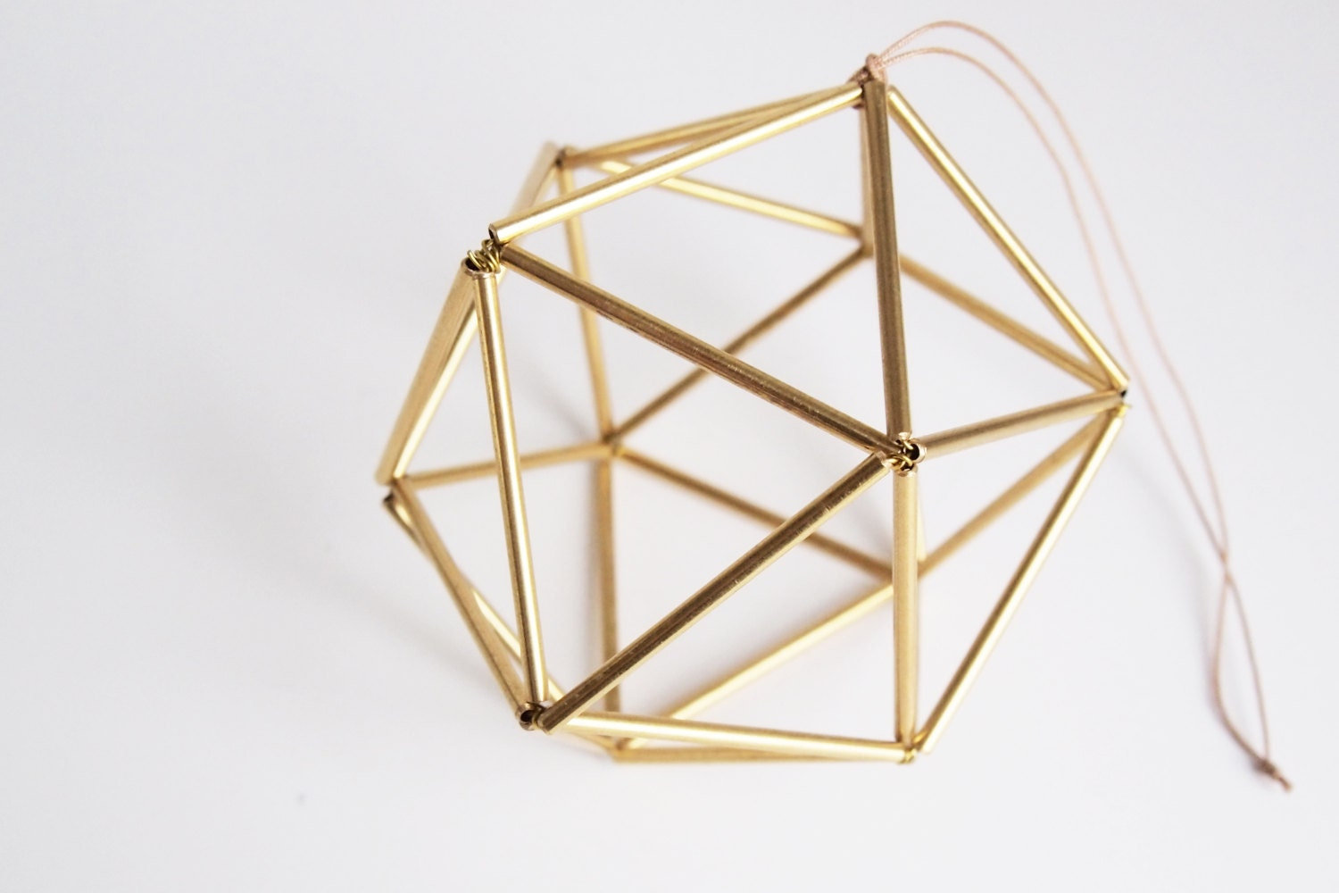 Himmeli brass orb scandinavian geometric ornament gold for Accessoire deco