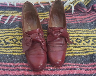 maroon size 7 Frank More woman's vintage shoes