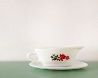 Vintage pyrex gravy boat from the 1960s with rose print