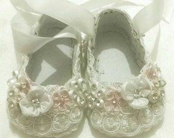 Ballet Flats, baptism, Bridal, First Communion, Flower Girl, Shoes, Flats, Lace up, Ballerina Slippers, Ivory, Lace, Flowers, Pearls white