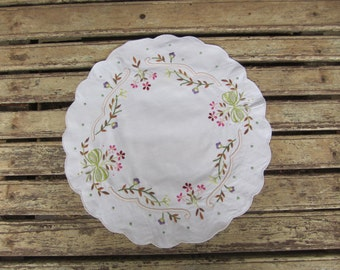 Vintage Embroidered Doily- Large - Round - Floral
