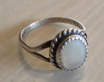 Sterling Silver and Mother of Pearl Size 6 1/2 Ring