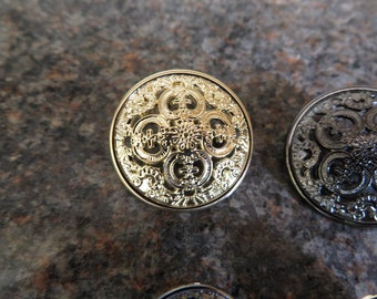 Fabulous metal buttons, intricate design, choose gold or silver, 23mm or 15mm, 8 pcs