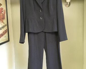 Signature by Larry Levine Women's Suit - Size 8 - Black w/ White Dashed Stripes