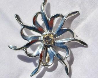 """Vintage Silver Tone Rhinestone Flower Brooch Pin 2"""" x 2"""""""