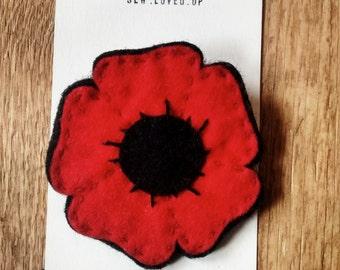 Felt poppy brooch (Red or White)