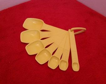vintage Tupperware measuring spoon set / tupperware bright yellow measuring spoons