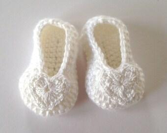 Baby Christening booties. Baby white crochet booties. Newborn Gift. Baby heart booties.