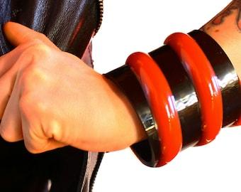 Rubber wristband cuff bracelet red and black futuristic spiral