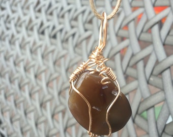 Wire-wrapped agate necklace pendant