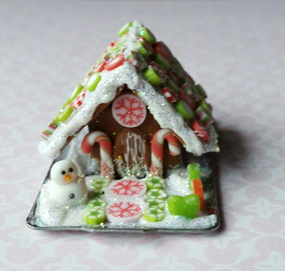 Seasonal Gingerbread House Miniature Cake Dollhouse