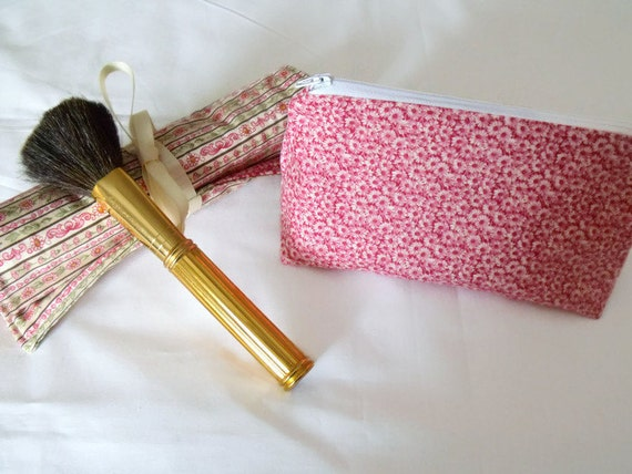 cosmetic gift set, make up gift set, make up brush holder, zipped pouch, coin purse, pink daisy fabric