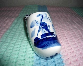 Vintage Delft Blue Collectible Ceramic Dutch Shoe Display or Ash Tray in Excellent Condition