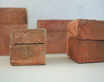 4 Little ceramic boxes