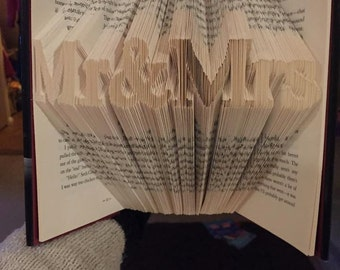 Mr and Mrs Mr&Mrs Book Fold Folding Pattern. Free Tutorial! Book Origami, Book Sculpture Art
