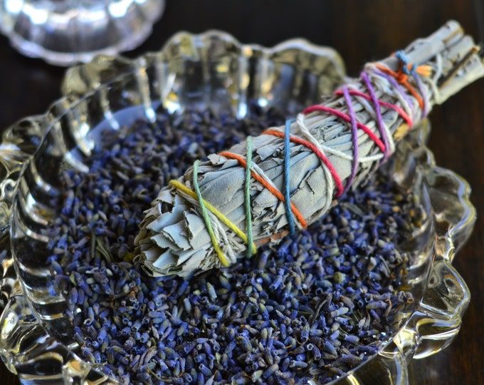 WHITE SAGE LAVENDER smudge bundle, smudging, wicca herbs, witch herbs, pagan altar, wiccan alter