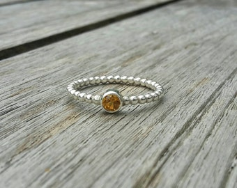 Elegant polka dot ring with stone citrine