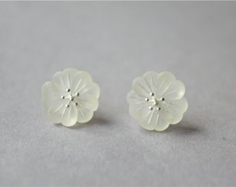 Special transparent resin flower stud earrings (D92)