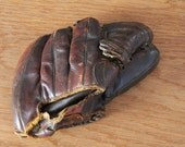 Vintage Rawlings baseball glove, Playmaker model