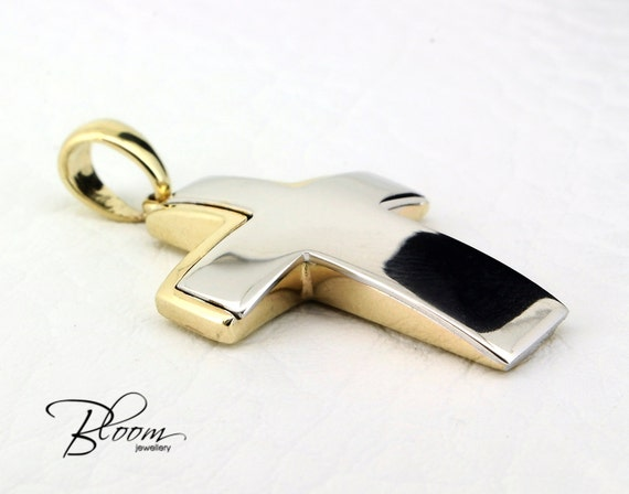 mens cross pendant 14k solid gold cross necklace mens gold. Black Bedroom Furniture Sets. Home Design Ideas