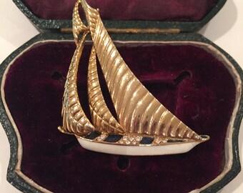Vintage Boat brooch, lovely item