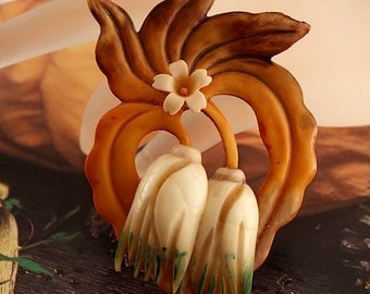 Art Nouveau Carved Tulip Flowers Celluloid Brooch Pin