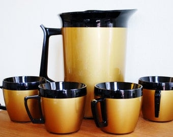 """Vintage West Bend """"Thermo-Serv"""" / Carafe and 4 Matching Mugs / Plastic Carafe and Mug Set / Gold and Black / Camping Dishes / Plastic Carafe"""