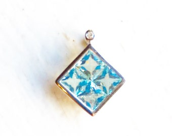 Blue Topaz and 10kt White Gold Pendant