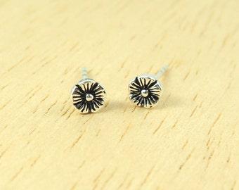 5 mm Daisy Flower Post Stud Earrings 925 Sterling Silver, Minimal Jewelry, Everyday Jewelry Gift, Cartilage earring - MI.21/ST108