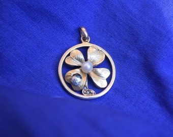 4 leaf clover with pearl pendant