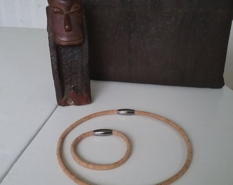 Cork necklace made of cork cord, with oval magnetic clasp in stainless steel.