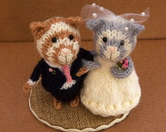Bride and Groom cats, wedding cats, wedding cake topper, cheese tower topper, wedding gift, knitted cats, hand knitted