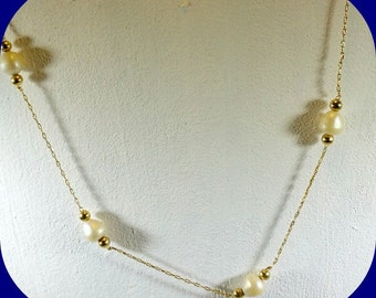 Vintage Gold chain with 5 freshwater pearls and a gold bead on each side