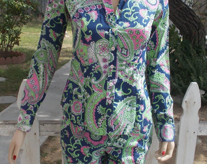 Vintage 70s Lilly Pulitzer Psychedelic Swirl Paisley Blue Green White Cotton Womens 2 Piece Capri Shorts Top Button Shirt Outfit