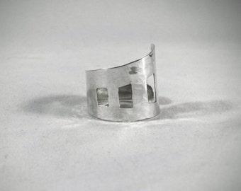 Cave Dwelling ring (adjustable) ©
